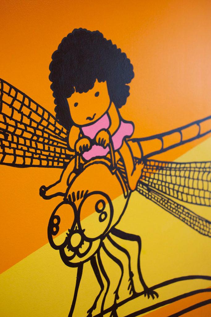 Evelina gang flying on a bee
