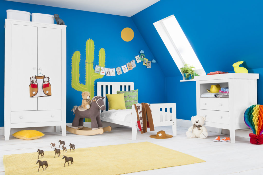Room set Blue walls yellow carpet
