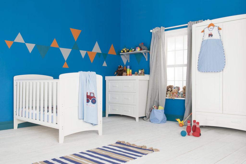 Room set Blue walls white furniture